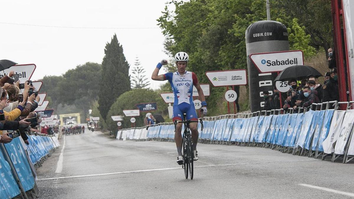 Miles Scotson (Groupama-FDJ), primer líder de la Volta a la Comunitat Valenciana 2021.