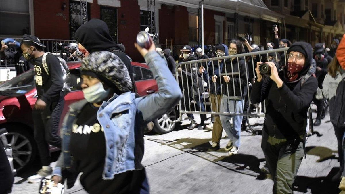 Filadelfia vive la segunda noche de violencia tras la muerte de un negro a manos de la policía