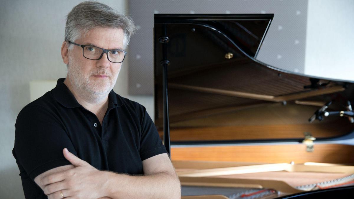 El compositor francés Jean-Michel Bernard.