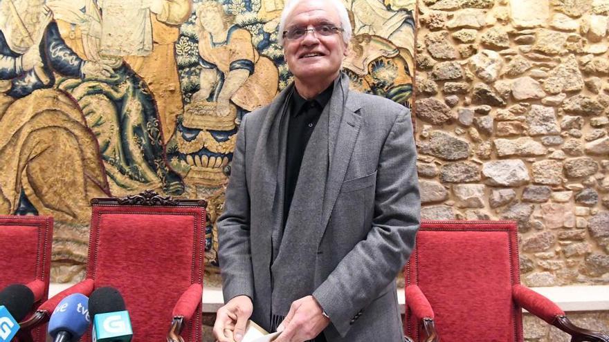 Freixanes asume a presidencia da RAG nun pleno sen os críticos
