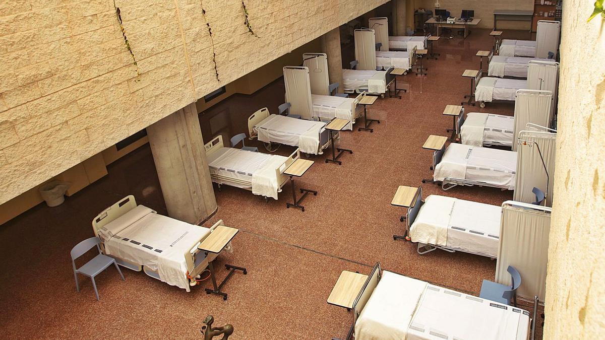 Camas vacías ayer en el lucernario del Hospital de Sant Joan.