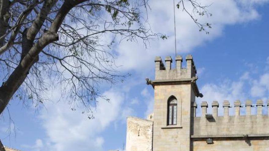 El castillo de Xàtiva cuelga el cartel de completo en Pascua