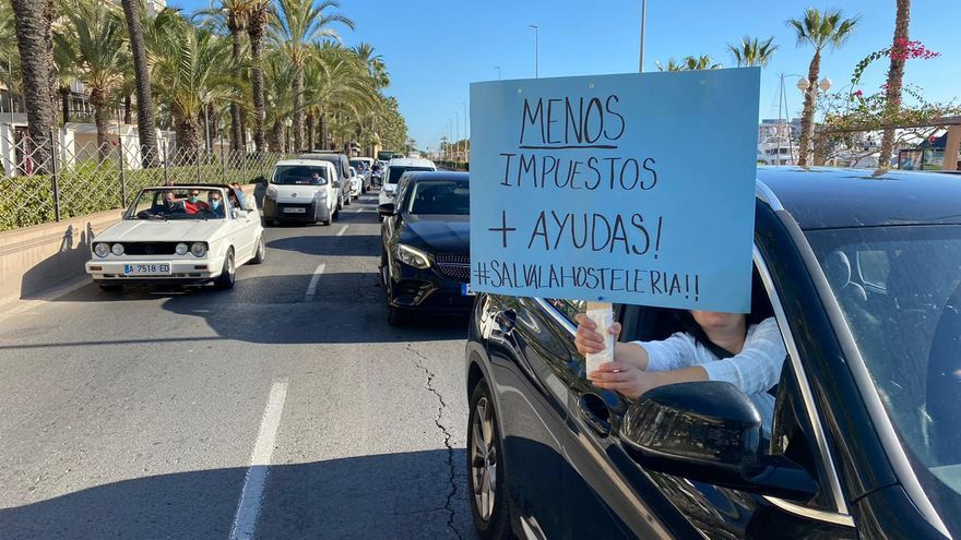 A protest by the hospitality industry collapses the center of Alicante