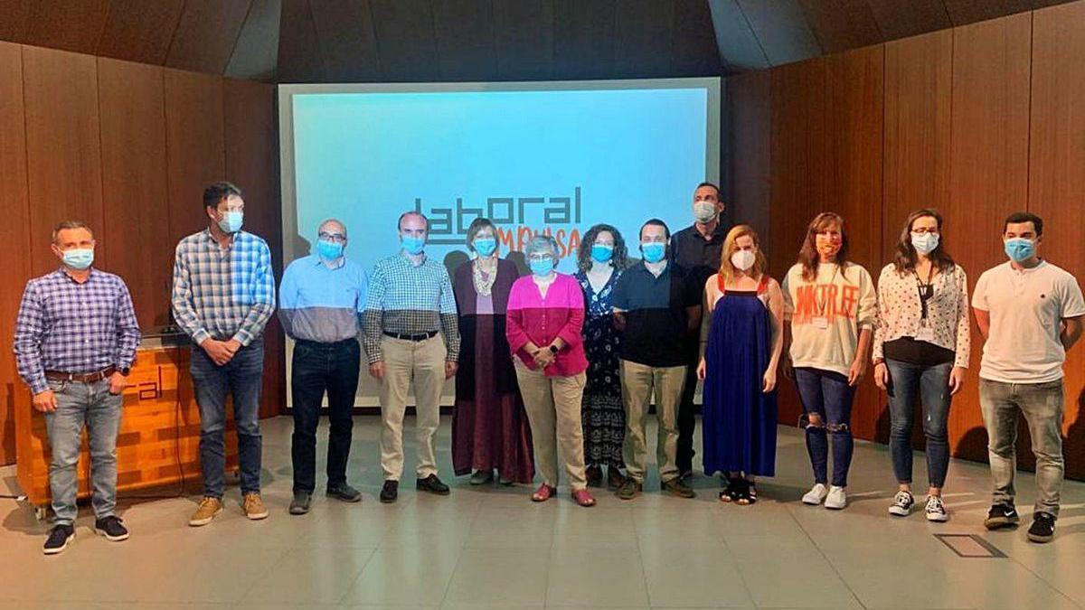 Los participantes en la presentación, ayer, en Laboral Centro de Arte.