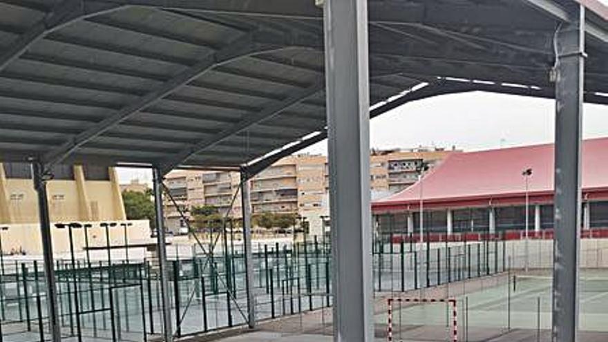 Plantean la apertura provisional de las pistas anexas de la piscina de El Campello