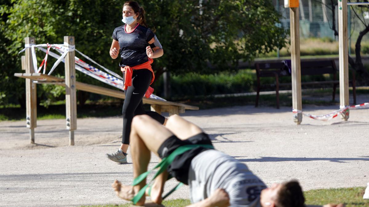 Las imágenes del primer día que la mascarilla es obligada para hacer deporte