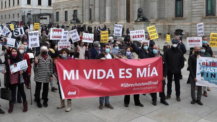 El 72,3% de los españoles se muestra a favor de la eutanasia, según el CIS