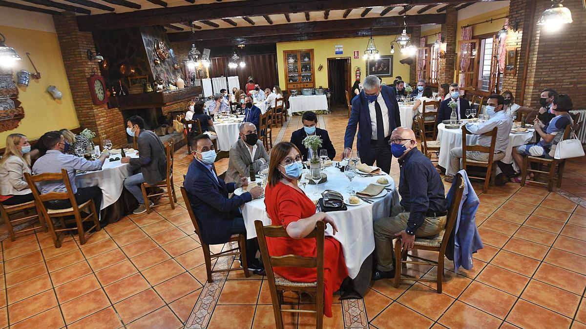 La vicepresidenta del Gobierno regional, Isabel Franco, flanqueada por Antonio Sánchez Lorente y Manuel Padín.