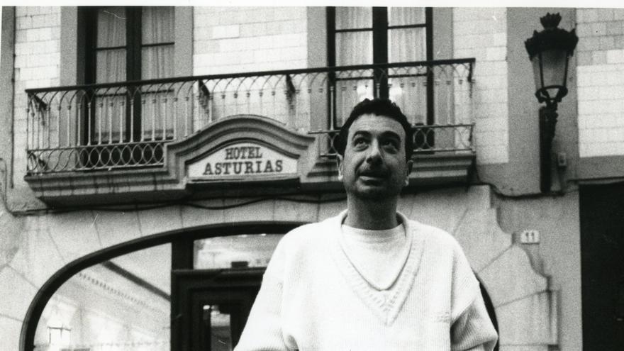 """Cuarenta años de """"Volver a empezar"""": alcordances d'un estrenu en Madrid de la primer película española con """"Oscar"""""""