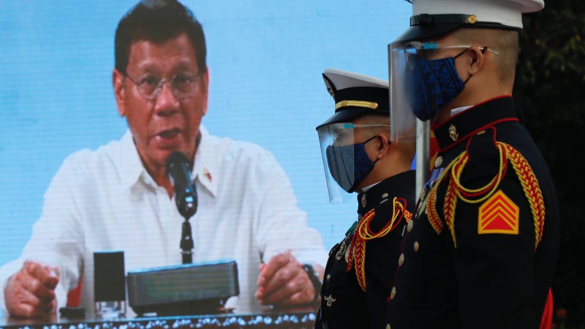 El presidente filipino amenaza con la cárcel a quien rechace la vacuna anticovid.