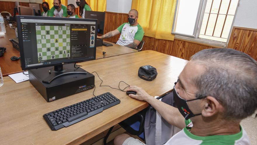 «El ajedrez me saca de prisión»