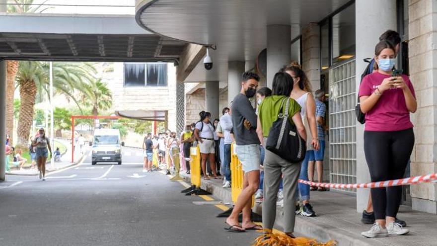 Canarias enfila el curso con siete de cada diez adolescentes vacunados