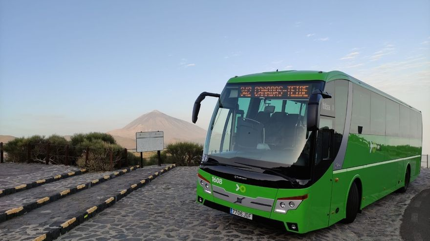 Titsa inaugura una nueva ruta por el interior del Parque Nacional del Teide