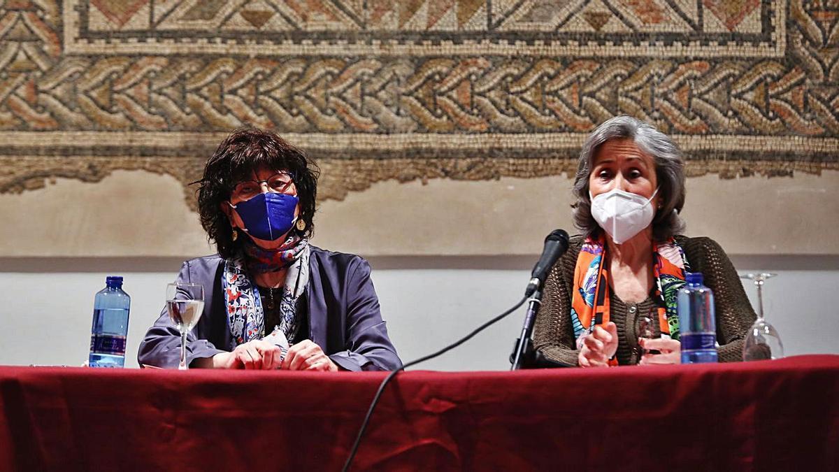 Ángeles Mora y María Rosal, minutos antes del recital poético en la Fundación Gala.