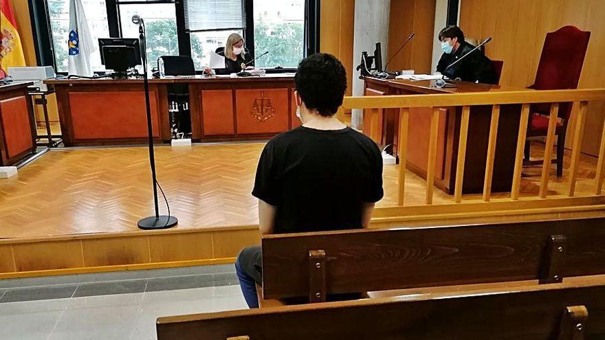 Dos años de prisión tras acuchillar a un hombre por afearle orinar en una calle de Vigo