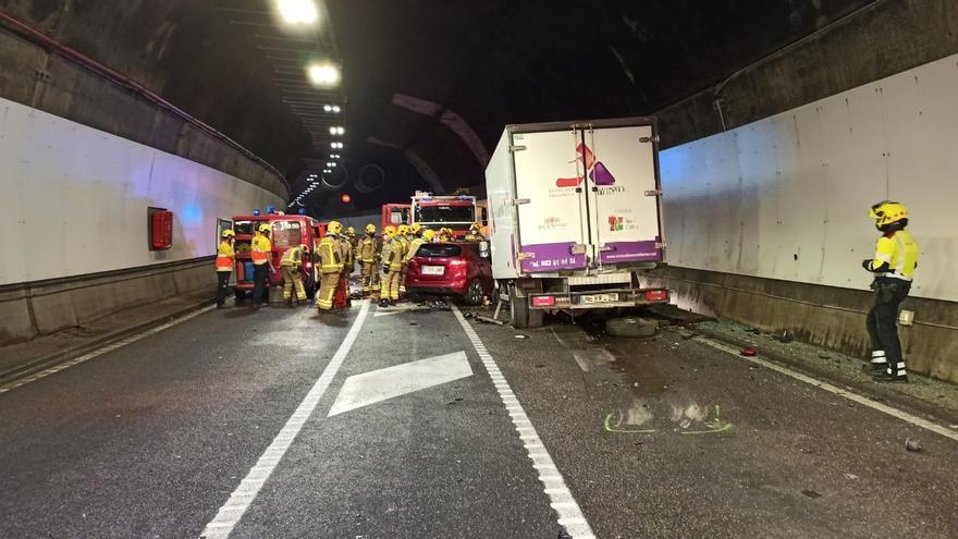 Una noia de 21 anys mor en un accident al Túnel del Cadí