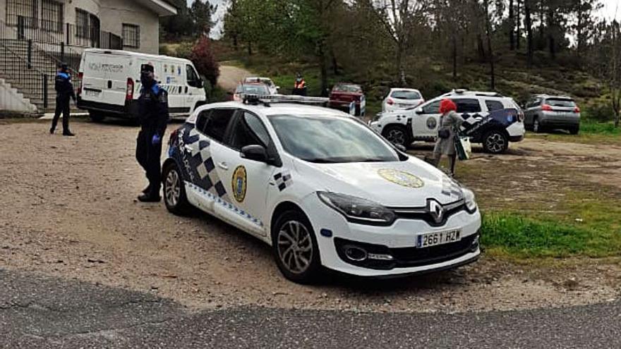 La Policía de Tui disuelve un botellón de veinte jóvenes apelotonados en Guillarei