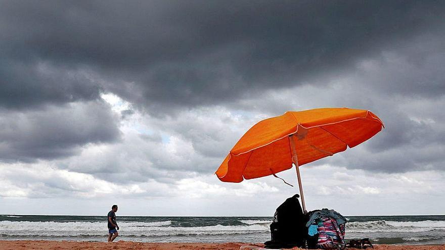 El Golfo de València alcanza ya  los 25º C y crece el riesgo de lluvias intensas propias del mar tropical