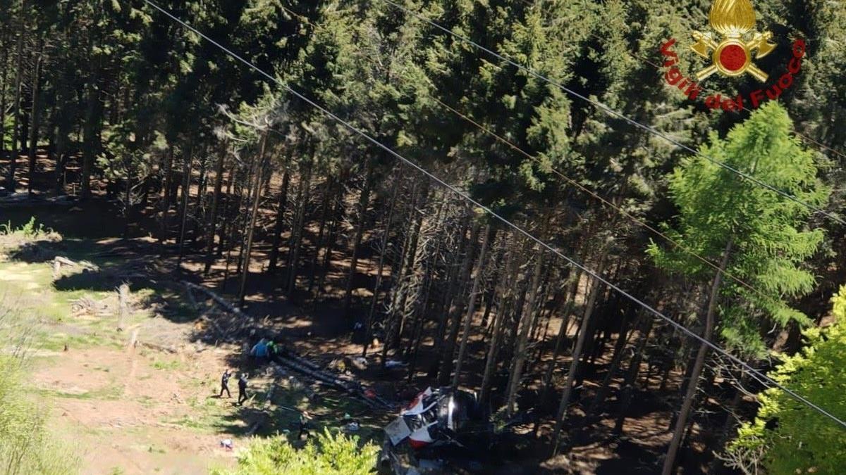 Al menos 14 personas han muerto y un niño de cinco años ha resultado herido, al desplomarse un teleférico.