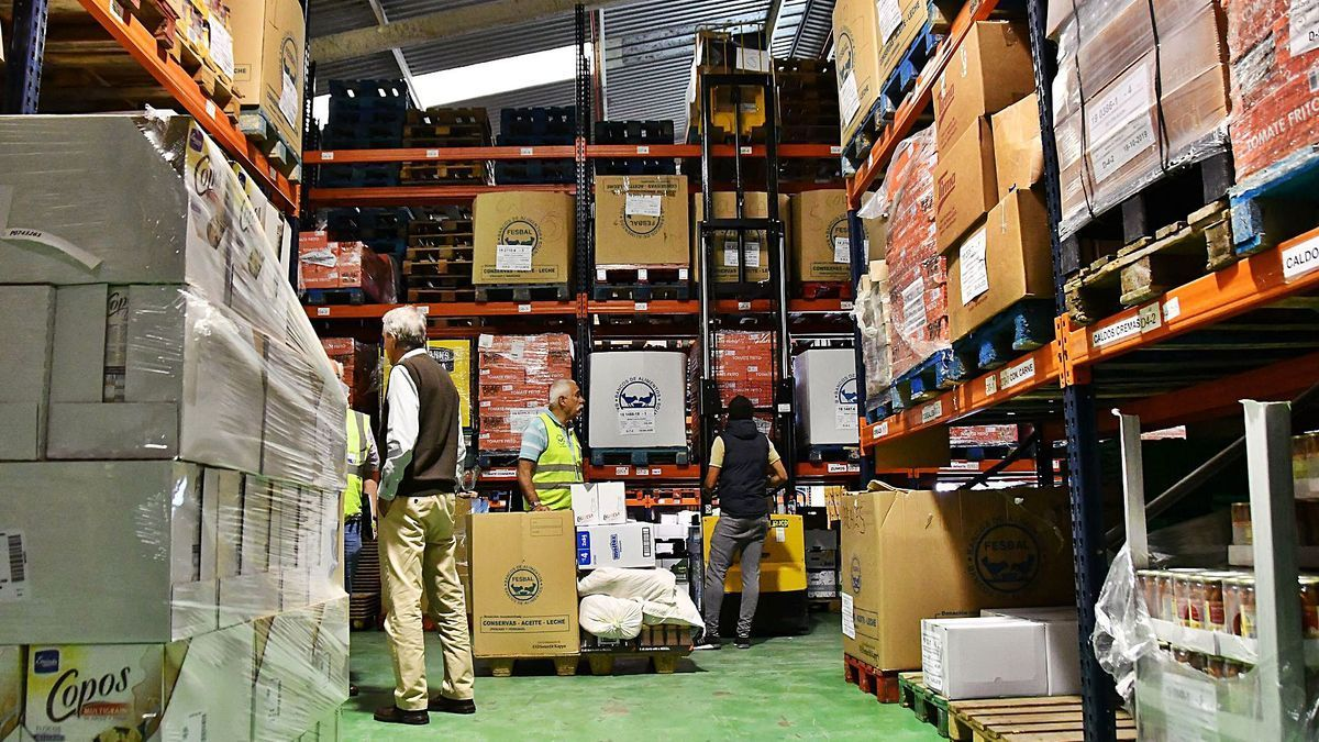 Los bancos de alimentos en Canarias se están quedando sin productos para atender la demanda de las familias, según denuncia CC-PNC.