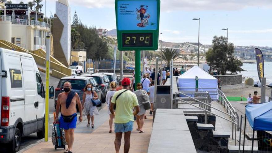 La reactivación turística reanima los 'chiringuitos' financieros en Canarias