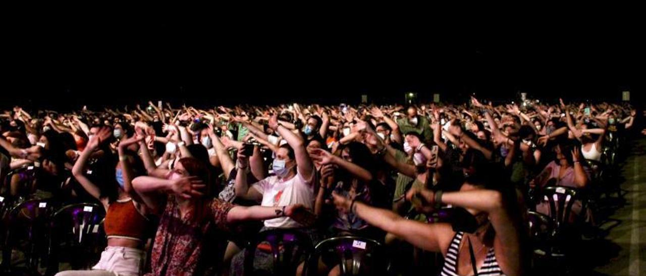 Los asistentes de los conciertos, en sus asientos asignados y con mascarilla, como indicaban las medidas de seguridad   EMMA SANCHIS
