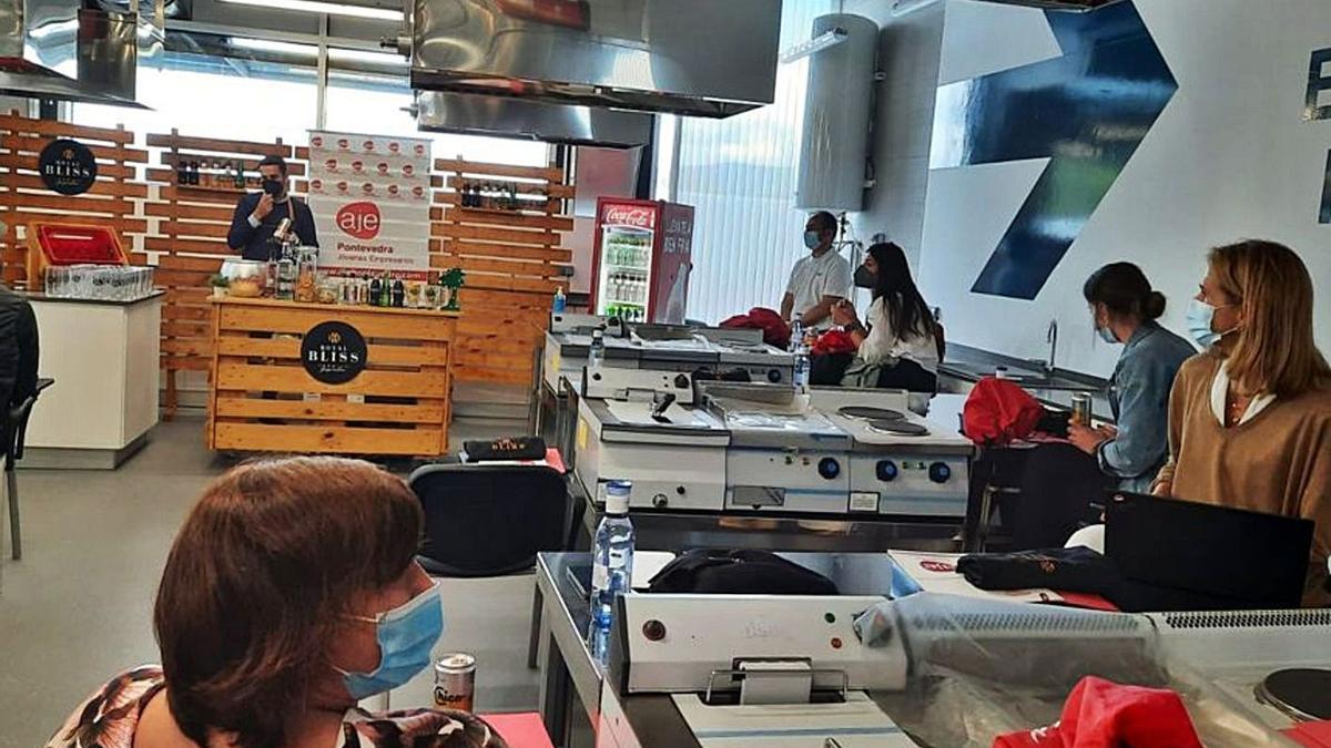 Sesión celebrada, ayer, en el Espacio Emprendedor e Innovación Alimentaria de Marín.     // FDV