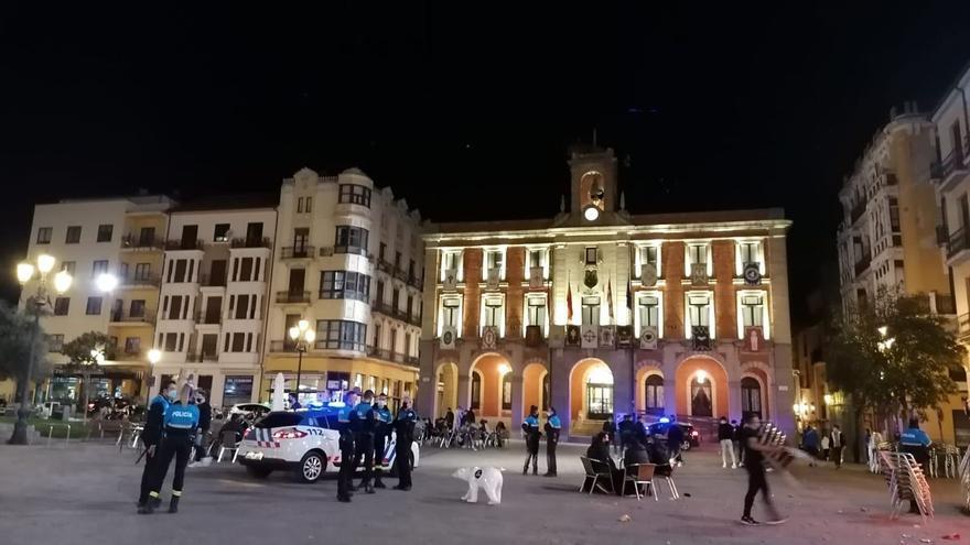 La Policía de Zamora sanciona un bar con 15 personas dentro a las siete de la mañana
