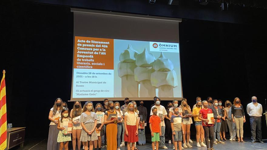 Òmnium Cultural lliura els 42è premis del Concurs per a la Joventut a Roses