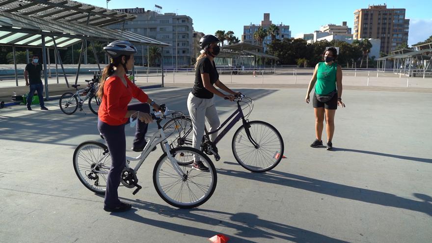 Un curso para dar los primeros pedaleos en bici