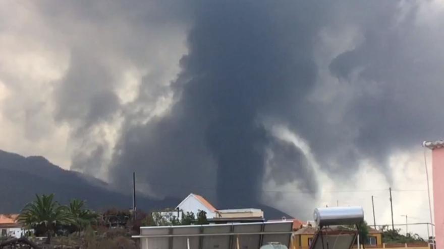 Explosiones tras la apertura de una nueva boca en el volcán de La Palma