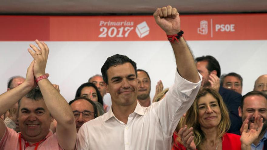 """Pedro Sánchez gana las primarias dispuesto a """"construir un nuevo PSOE"""""""