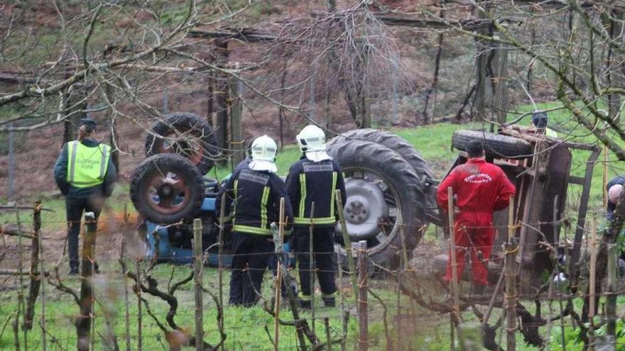 Fallece en A Estrada al volcar su tractor