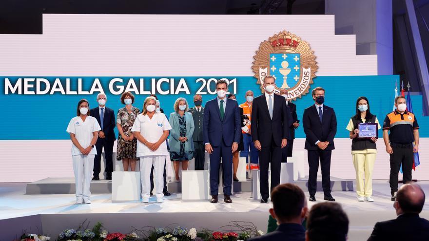 """Medalla de Oro de Galicia para el personal de vacunación por ayudar a """"ver la luz al final del túnel"""""""