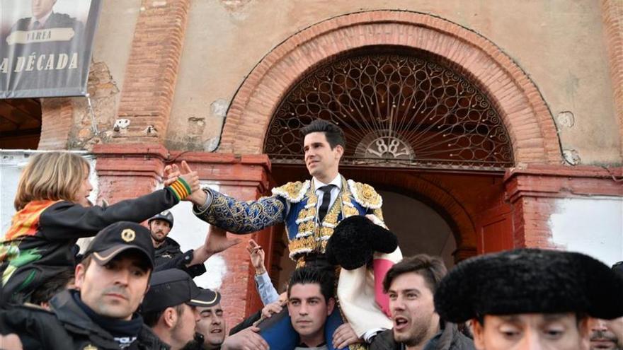 Triunfo de López Simón y toreo caro de Varea