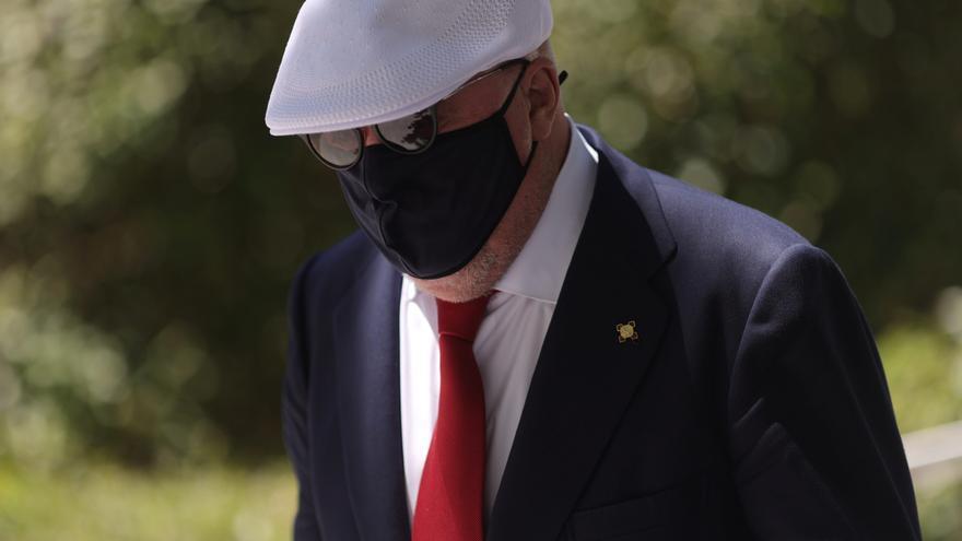 El juez solicita la comprobación de un supuesto intercambio de mensajes entre Villarejo y Rajoy