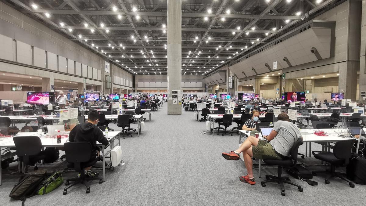Una imagen de la zona de trabajo de la prensa en el Media Press Center de Tokio.