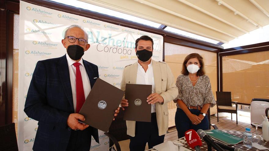 San Rafael de Alzheimer y el Ayuntamiento de Córdoba firman un convenio que beneficiará a más de cien enfermos