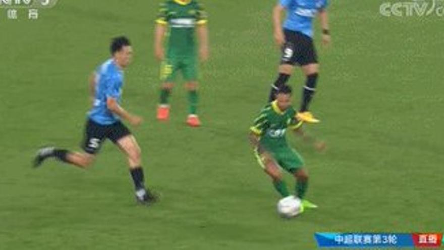 Jonathan Viera, lesionado en la rodilla, da el susto en la Superliga de China