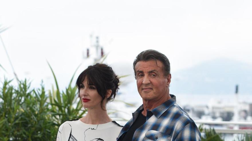 Rambo pasea de la mano  de Paz Vega  por Cannes