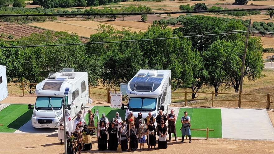Trasmoz inaugura un parquin de autocaravanas con 7 plazas dobles