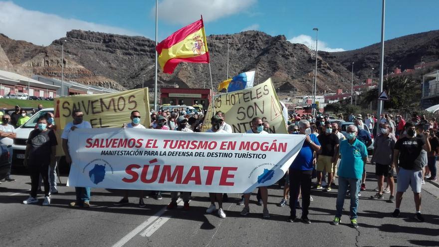 Manifestación en defensa del turismo en Mogán