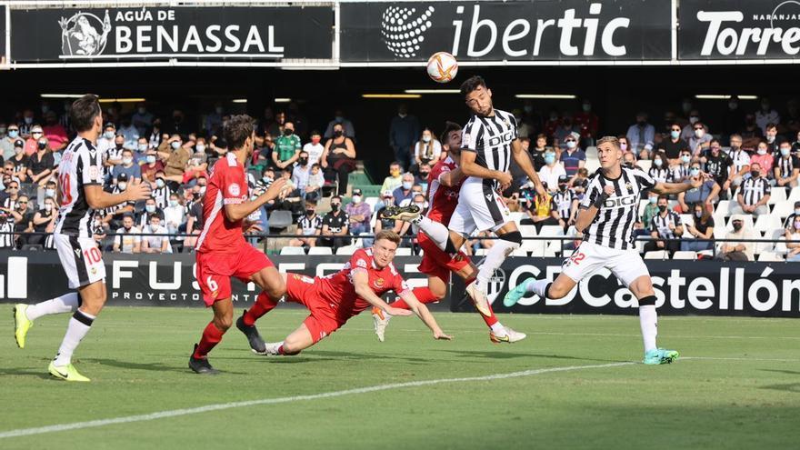 La crónica | El Castellón salva un empate en inferioridad numérica