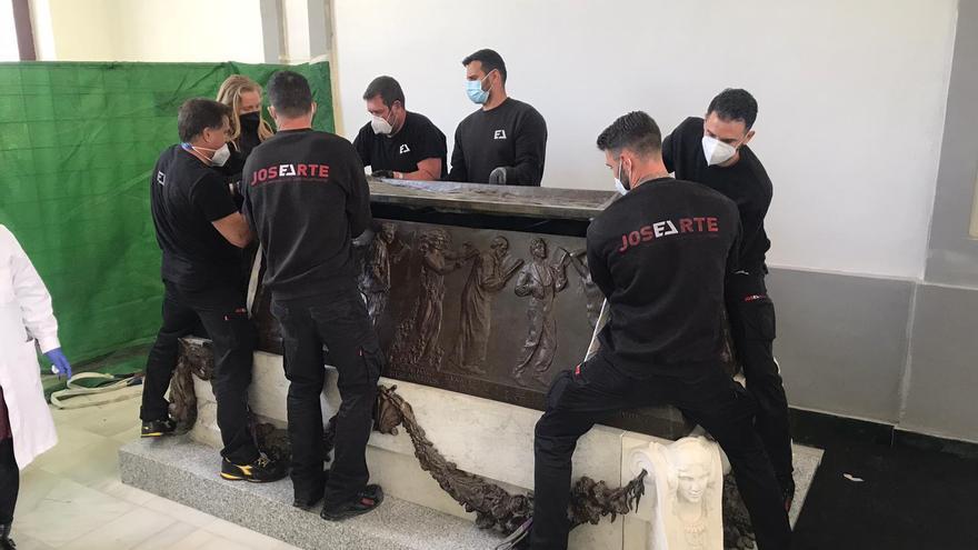 El sarcófago de Blasco Ibáñez ya está en el Cementerio General