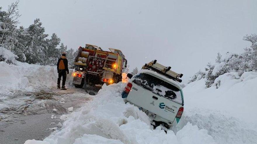 "Una nevada ""histórica"" deja Morella incomunicada"