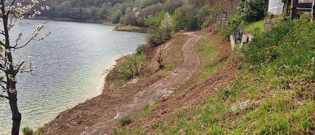 La zona de Tanes en la que se han realizado las tareas de desbroce de la senda.