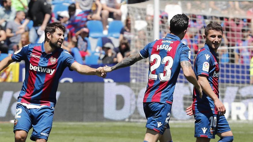 El Llevant goleja el Rayo i s'allunya en tres punts del Girona
