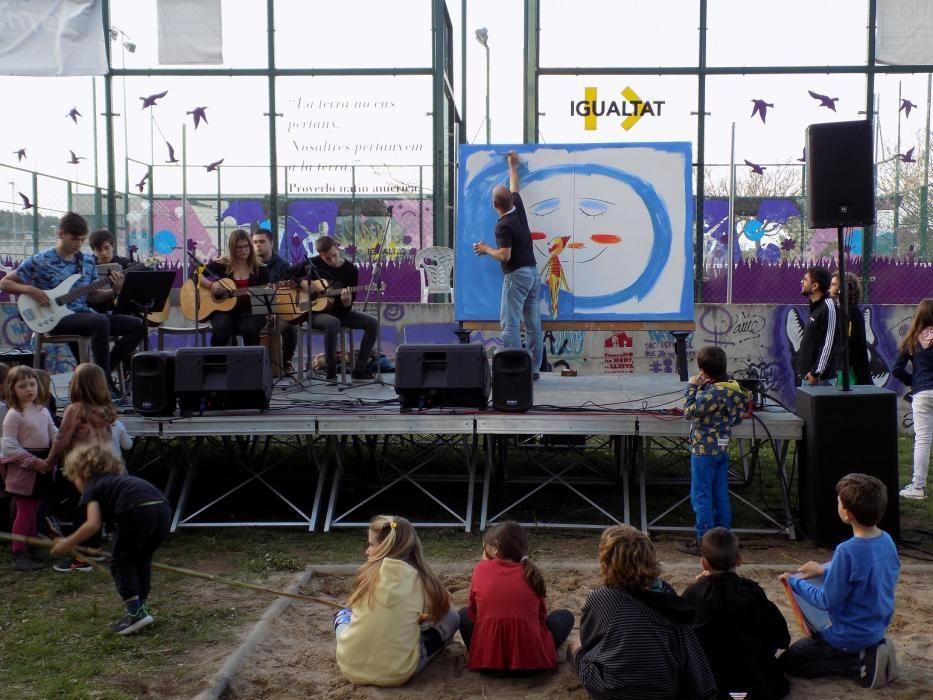 El cantant de Txarango presenta els dibuixos de Gubianas a Navàs