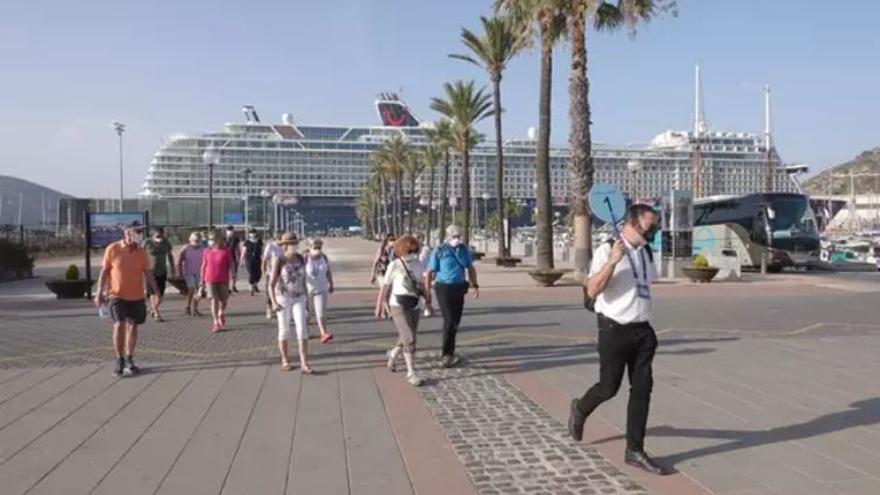 El Puerto de Cartagena recibe el 'Mein Schiff 2', su segundo crucero con 1.315 turistas internacionales