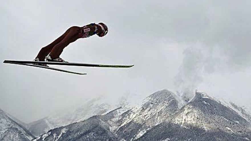 Àustria celebra els tradicionals salts d'esquí d'any nou